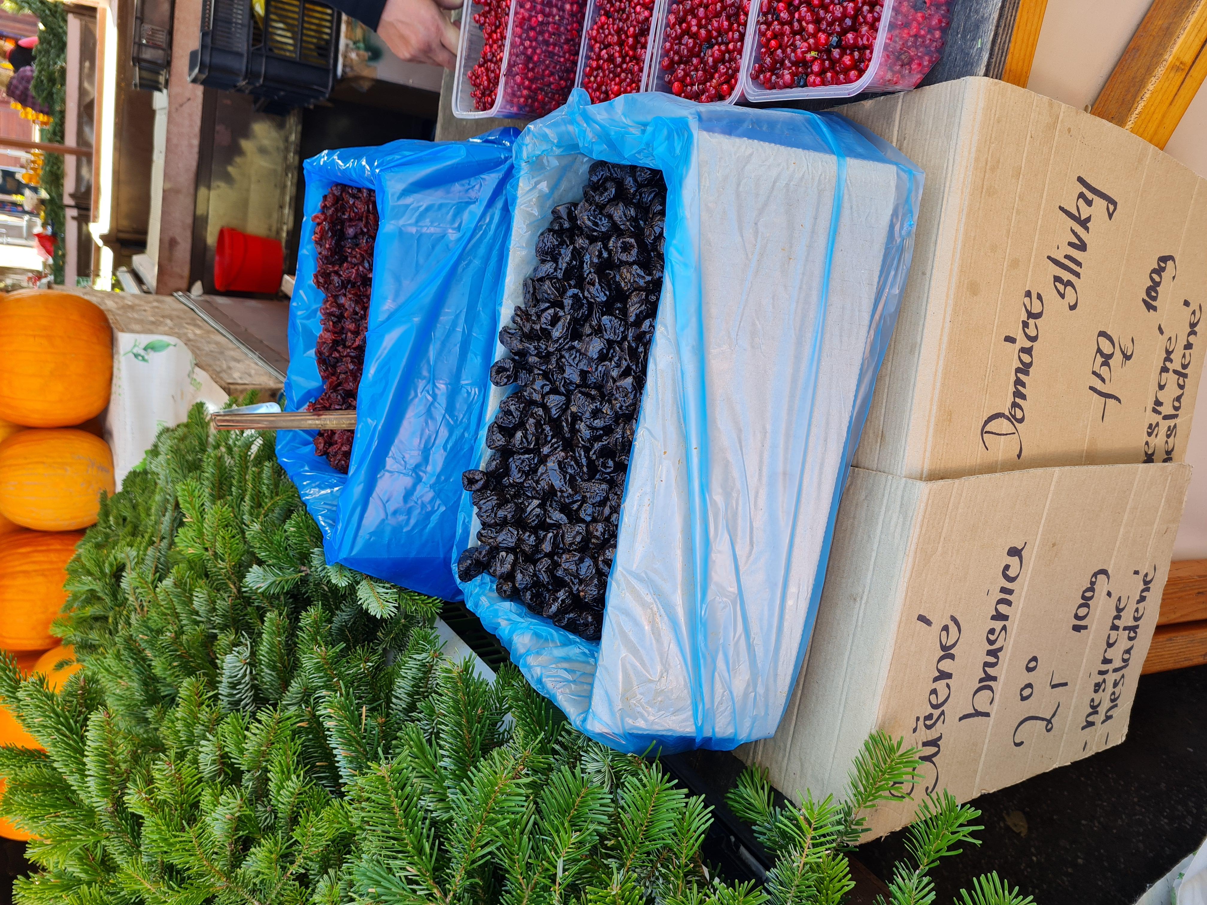 Sušené brusnice alebo slivky od domácich pestovateľov u nás kúpite za zvýhodnené ceny